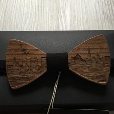 Ročno izdelan moški leseni metuljček