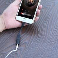 Priključek za upravljanje z glasbo in glasnostjo za Apple naprave