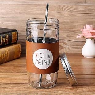 Kozarec s pločevinastim pokrovčkom in slamico iz nerjavečega jekla