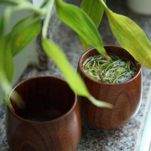Ročno izdelana skodelica iz lesa