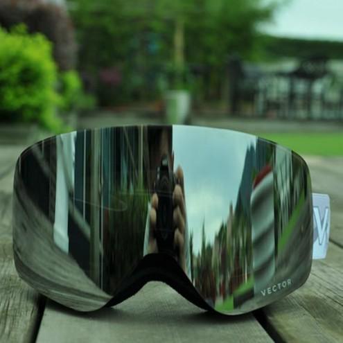 Smučarska očala proti megli z dvojno zasteklitvijo