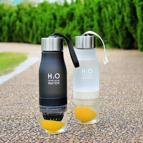 Steklenica za vodo z ožemalnikom za citruse